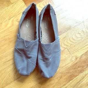 Classic grey Toms, size 9.5